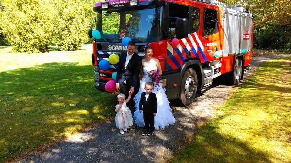 Johan zit bij de brandweer, vandaar een brandweerauto op de foto